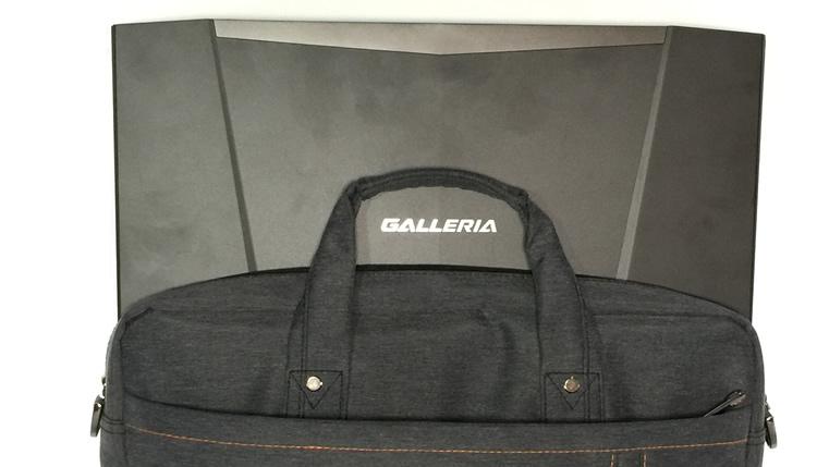 ガレリアをかばんに入れる